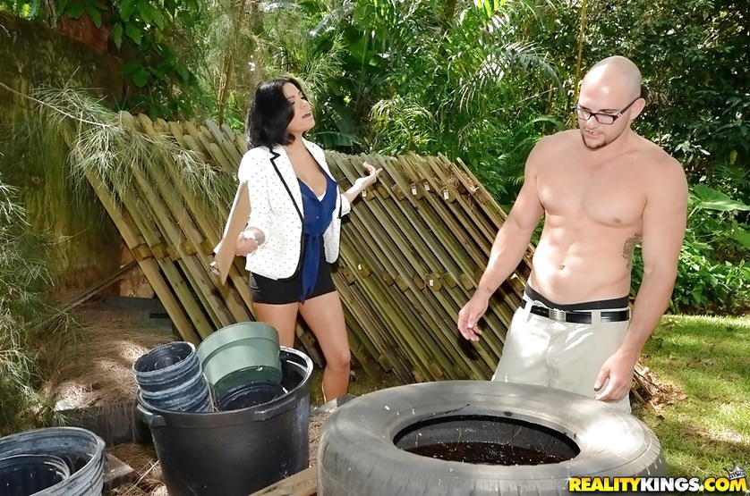 Brunette with big nipples fucked hardcore by her own worker
