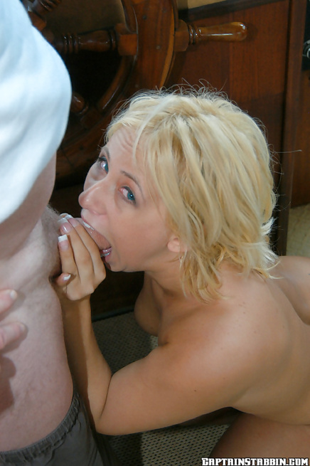 Amateur Georgia Peach enjoys hardcore anal intercourse