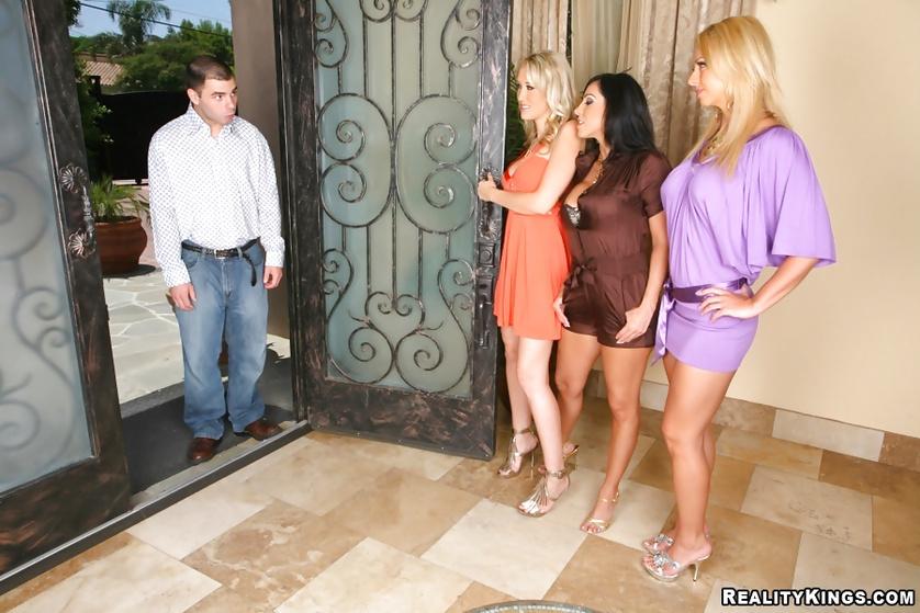 Veronica Rayne, Brianna Beach, Alana Evans enjoying a femdom foursome