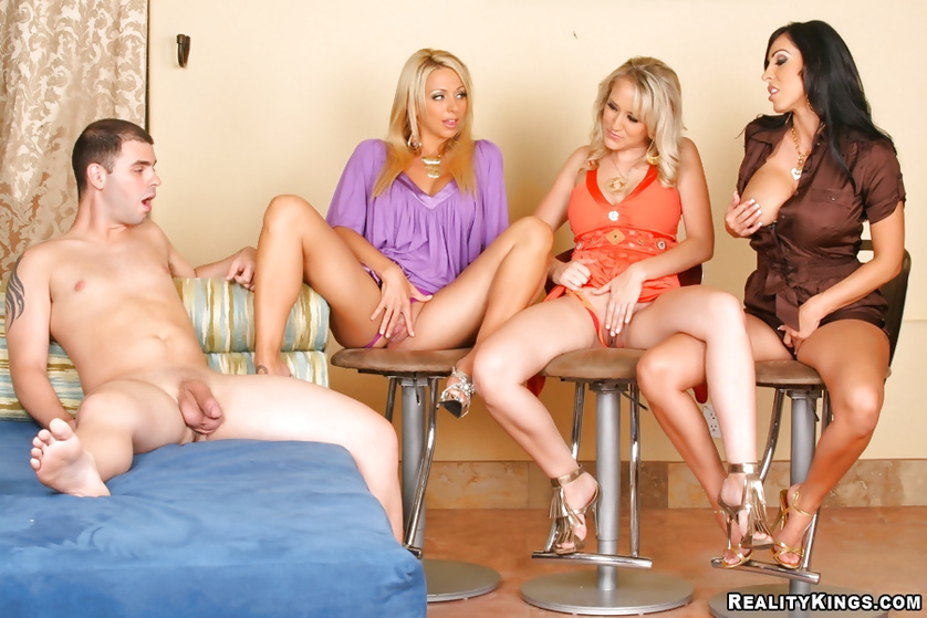 Veronica Rayne, Brianna Beach, Alana Evans enjoying a femdom foursome