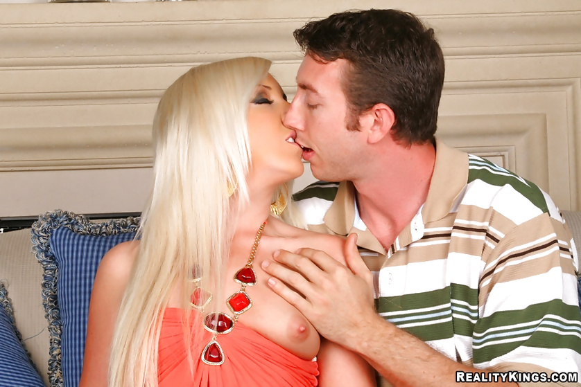 You will never forget sexual adventures of this awesome blonde