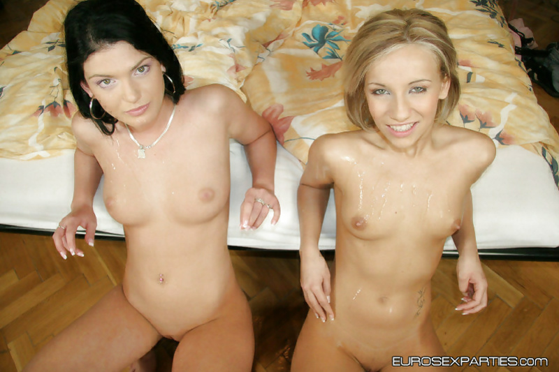 Lustful blonde is giving slutty blonde sex lessons