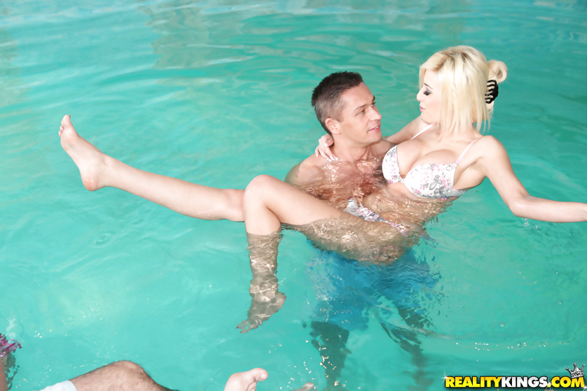 Wet chicks are getting holes drilled in the pool