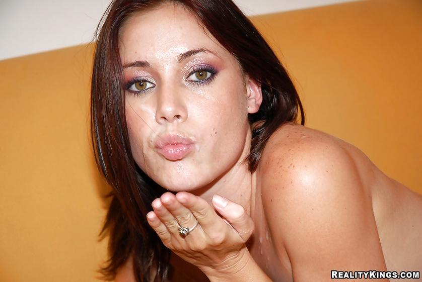 Brunette is showing fantastic sex skills on camera