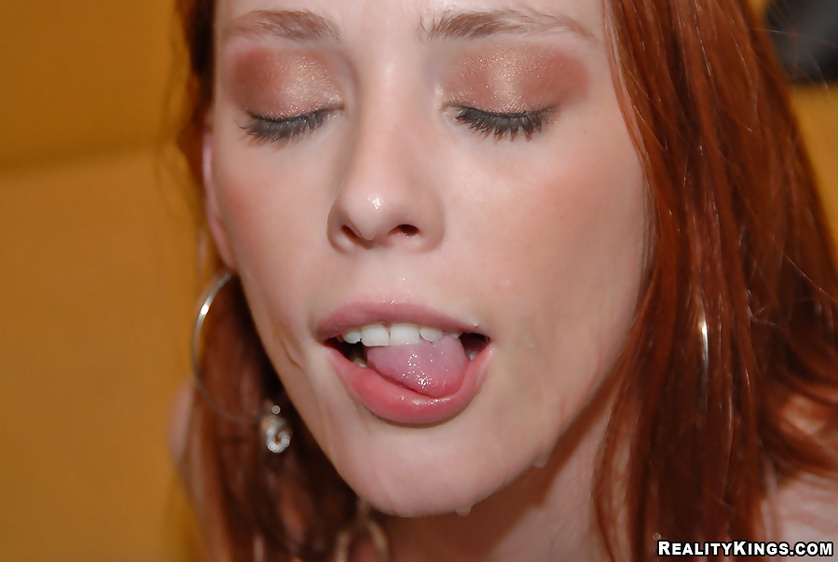 Redhead lady knows what to do with erected aggregate