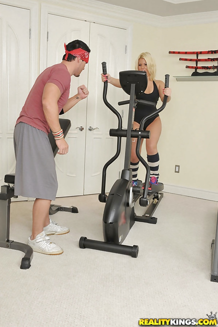 Fitness instructor is penetrating holes of sweet blonde