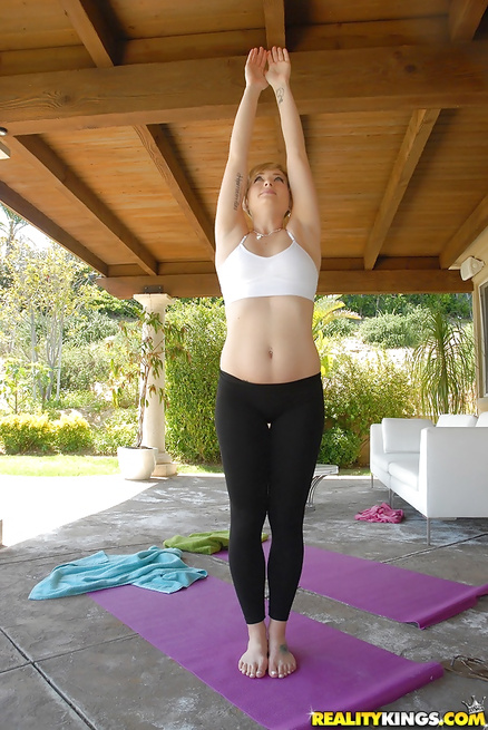 Flexible chick with small tits wants to feel cock into her cunt
