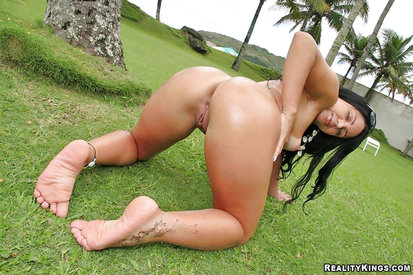 Strong Latina babe can make every man fuck with her