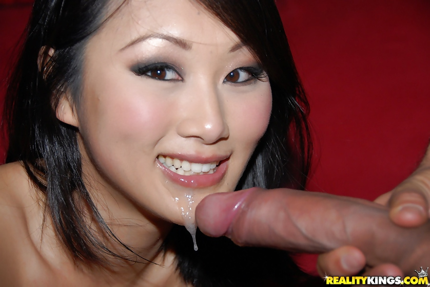 Sexy Asian schoolgirl is getting banged in the club
