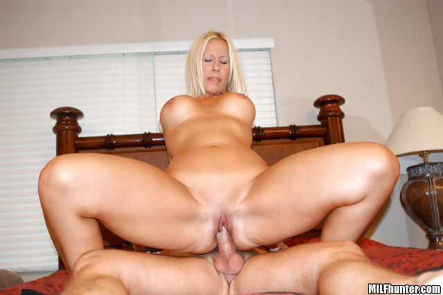 This blonde MILF Colleen still has got it all
