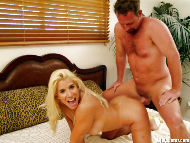 MILF is happy to fuck and to masturbate afterwards
