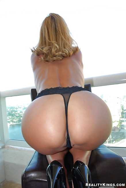 Are you ready to see the sweetest MILF in the world?