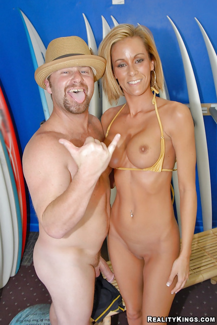 Slutty surfer is getting her wet holes drilled and jizzed on