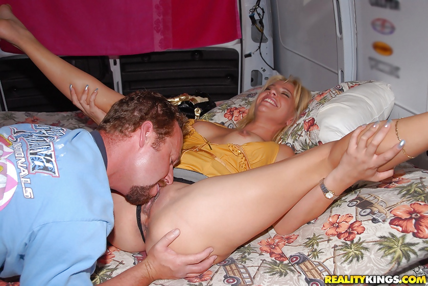 Slutty lady wants to be penetrated in the big car