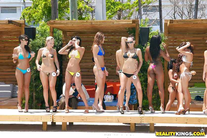 Beauty contest is the best place to have awesome outdoor fuck
