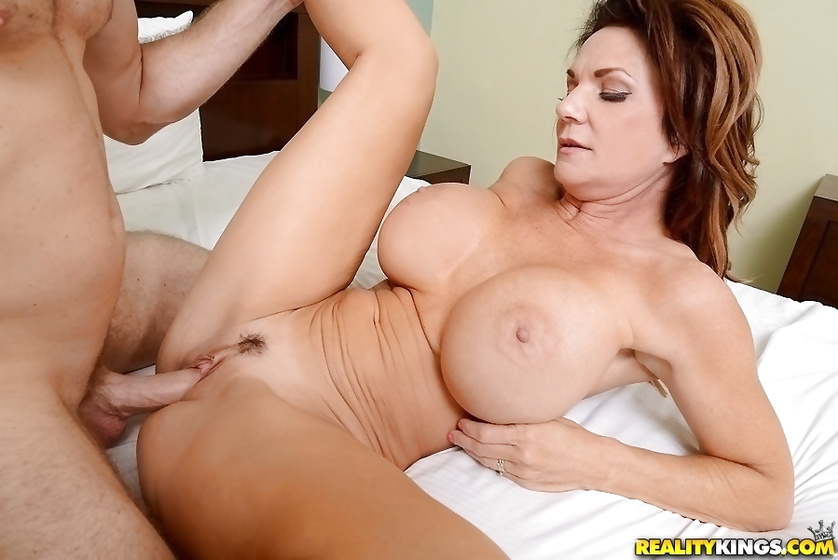 Strong man is drilling lovely MILF with great excitement