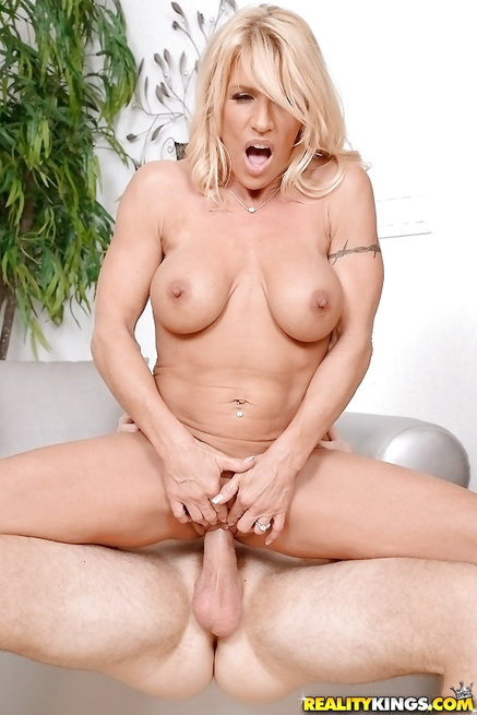 Horny MILF is happy to have opportunity to fuck wildly