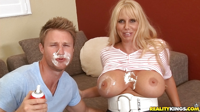 She can hold so much tasty sperm in her sweet mouth