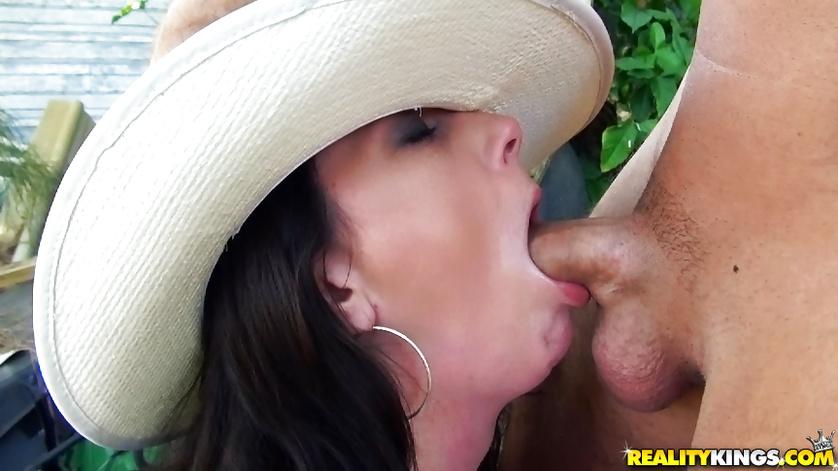 Slutty cowgirl wearing white hat is getting fed with cum