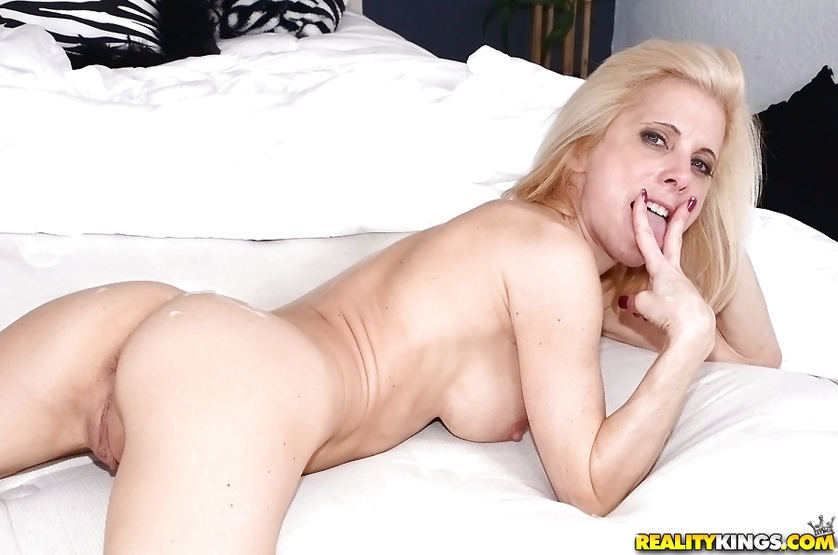 Torturing slutty MILF's juicy holes with fingers and cock
