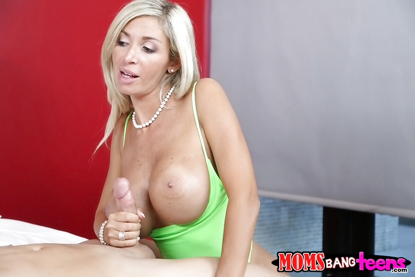 MILF is showing sweet babe how to fuck with the man