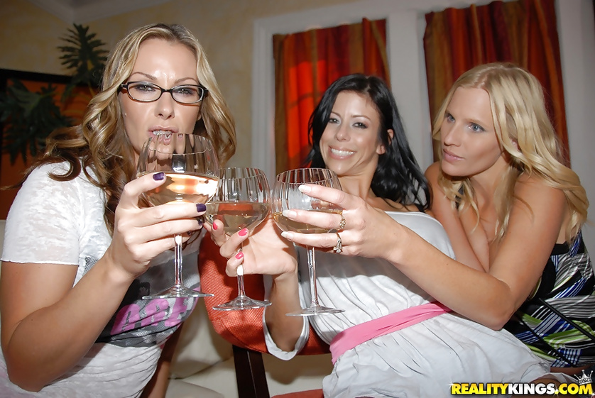 MILF wearing glasses is fucking with two lovely ladies
