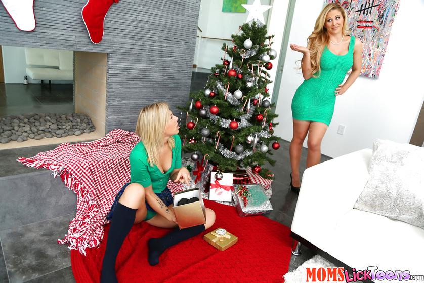 Sexy mom and girl are enjoying wild sex on Christmas
