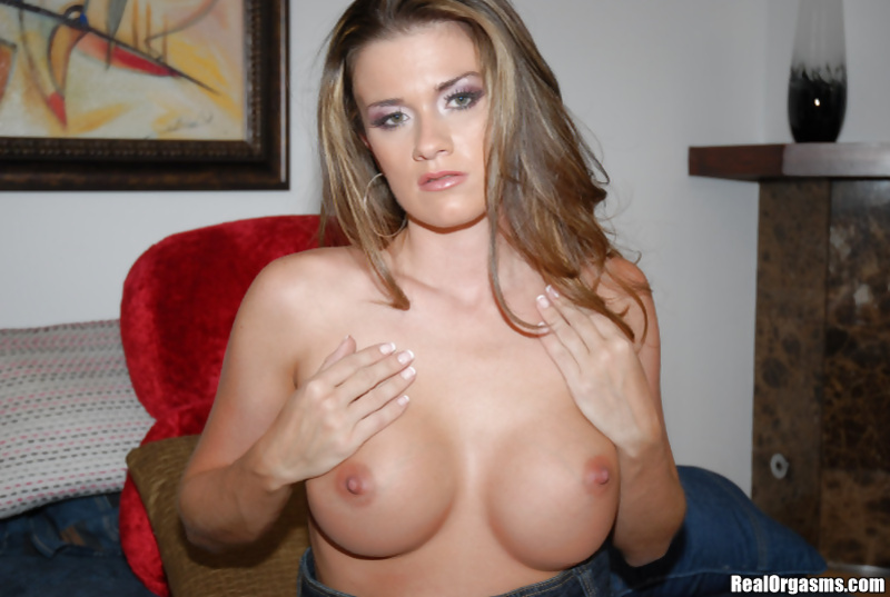 Join awesome MILF torturing her sweet vagina