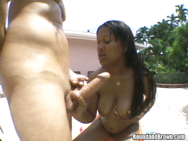 Naked ebony slut is getting her mouth full of sperm