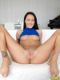 Sweet brunette is going to show you her masturbation skills with pleasure. She is also happy to get her extremely wide holes tortured hard.