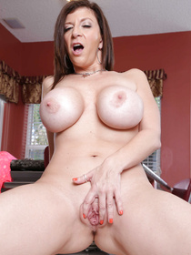 It's really easy to fall in love with this chubby MILF wearing sexy pink lingerie. She is being fucked in the kitchen and eating her lover's jizz.