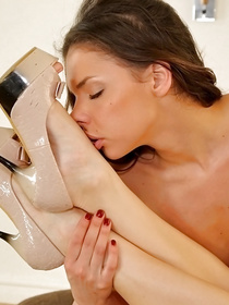 Lustful man is enjoying passionate threesome with two adorable beauty queens. He is drilling their wet holes and presenting them with cumshot.