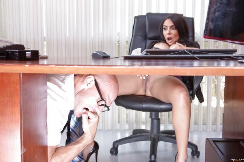 masturbatsiya-na-stule-v-kabinete