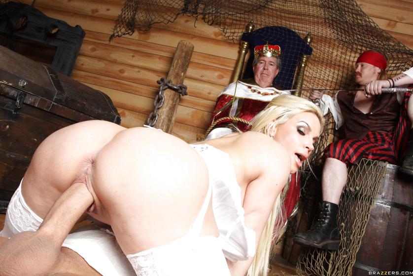Король и его любовницы порно подсматривает