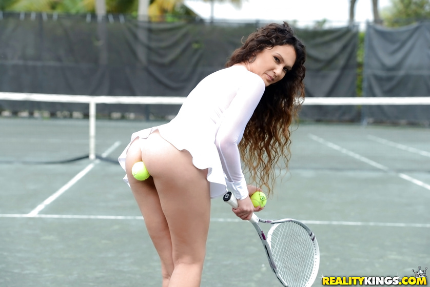 Seven women tennis players who posed nude